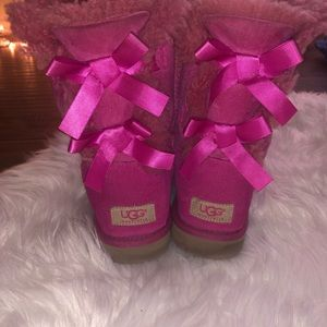 Pink bow Ugg's